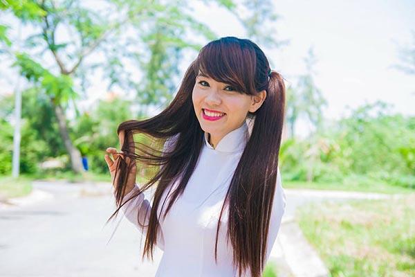Kim MC là gương mặt khá quen thuộc với khán giả truyền hình. Cô tên thật là Hoàng Trần Kim Thảo, sinh năm 1986 và từng là Á khôi của trường đại học Luật TP. HCM.