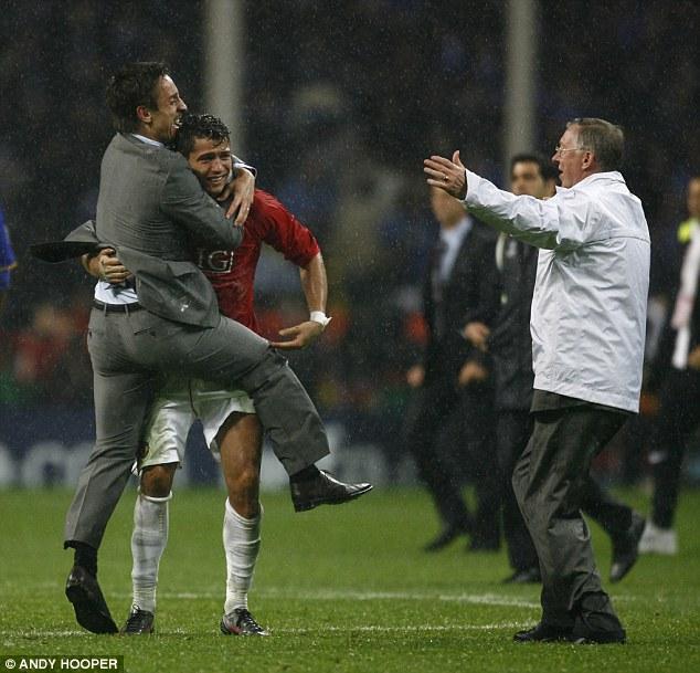 Ronaldo thực sự bước lên đỉnh cao cùng Man United.