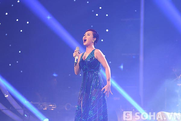 Uyên Linh - Quán quân Vietnam Idol 2010 là người cũ duy nhất biểu diễn trong đêm vinh danh Trọng Hiếu.