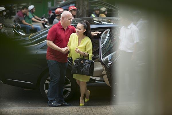 Lần xuất hiện này, ca sĩ Đường cong gây chú ý khi đeo chiếc túi xách hàng hiệu trị giá hơn 1 tỷ đồng.