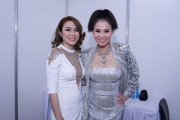 Trước khi chương trình chính thức diễn ra, trong hậu trường, sự xuất hiện của cặp đôi Mỹ Tâm - Thu Minh nhận được nhiều sự quan tâm của các nghệ sĩ, giới truyền thông.