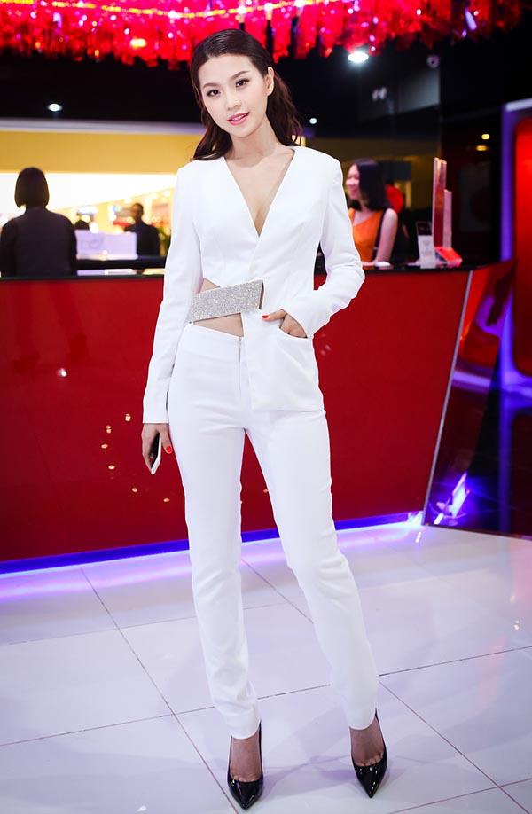 Đây là lần đầu tiên Diễm Trang đi event sau khi công khai chuyện yêu doanh nhân thành đạt. Á hậu Hoa hậu Việt Nam 2014 dự định sẽ kết hôn vào cuối năm nay.