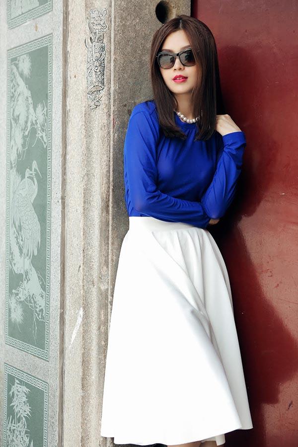 Cô tự tin khoe vóc dáng nuột nà, ngoại hình xinh đẹp với gu thời trang đẳng cấp, hợp mốt.