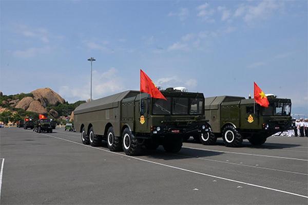 Xe mang phóng tự hành của tổ hợp tên lửa bờ K-300P Bastion-P. Ảnh: Quân đội nhân dân