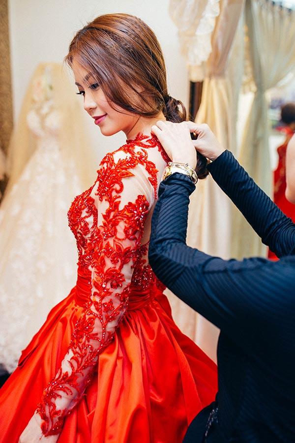 Là người yêu thích những chiếc váy ren, gợi cảm vừa đủ, Diễm Trang được NTK Luciola Nguyễn tư vấn cho những bộ cánh hợp mốt nhất.