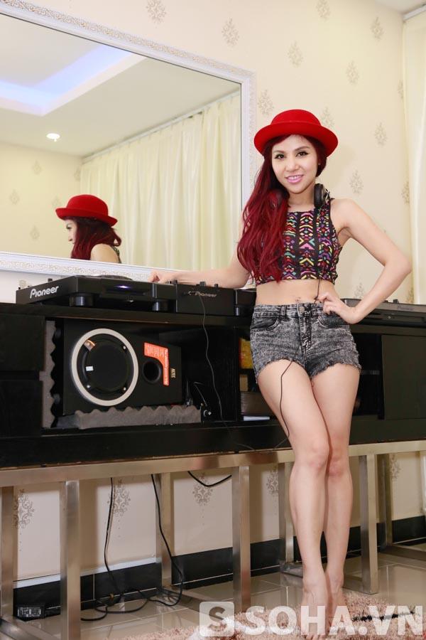 Về lí do đầu tư cho 1 thú vui xa xỉ, tốn hàng trăm triệu, nữ DJ xinh đẹp bật mí thiết bị này liên quan đến công việc chính mà cô đang theo đuổi.