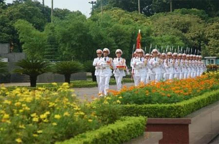 Chuẩn bị thực hiện nghi lễ Chào cờ tại Lăng Chủ tịch Hồ Chí Minh.