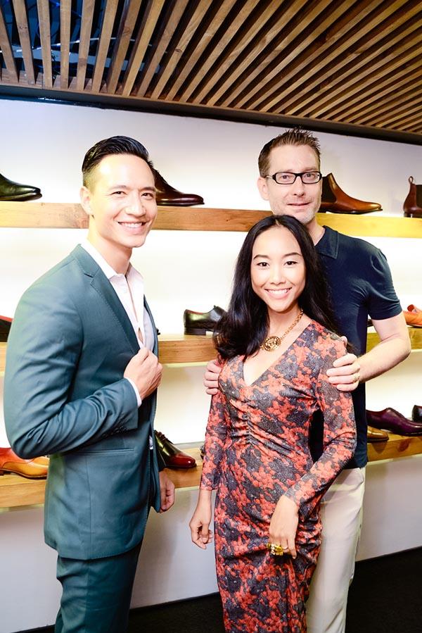Với vốn tiếng Anh lưu loát, Kim Lý thoải mái trò chuyện cùng vợ chồng Đoan Trang.