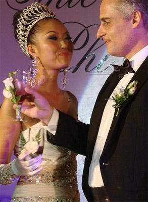 Trong năm 2008, Phi Thanh Vân kết hôn cùng 1 người đàn ông ngoại quốc