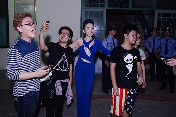 ... và Tóc Tiên đều thể hiện sự háo hức khi chuẩn bị được diễn trong Đại nhạc hội lớn nhất trong năm.