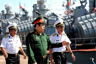 Đại tướng PhùngQuang Thanh thăm Quân cảng Lữ đoàn 172.