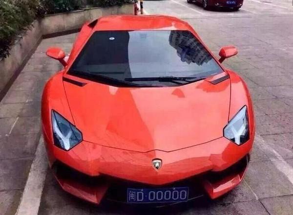 Lamborghini Aventador biển số D.00000 với mức giá (tính theo giá thị trường Trung Quốc) 6.48-8.01 triệu tệ (tương đương 22.88-28.29 tỷ đồng).