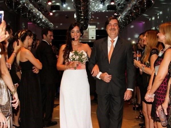 Một đám cưới giả tại Argentina được tiến hành giống hệt một đám cưới chân chính.