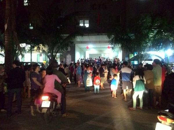 Tối 12/10, hàng trăm người dân sống tịa tòa nhà CT5, KĐt Xa La được phen hốt hoảng vì tin báo cháy giả.
