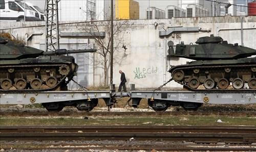 Nguồn tin từ quân đội Thổ Nhĩ Kỳ cho biết, 20 chiếc xe tăng sẽ sớm có mặt tại khu vực phía Tây nước này, giáp biên giới với Syria.