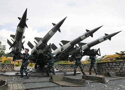 Bộ đội Tiểu đoàn 166, Trung đoàn 276, Sư đoàn 367 (Quân chủng PK-KQ) luyện tập sẵn sàng chiến đấu. Ảnh: Minh Trường