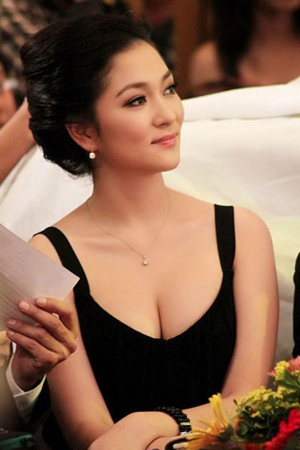 Đã hơn 10 năm kể từ khi đăng quang Hoa hậu Việt Nam 2004, Nguyễn Thị Huyền vẫn luôn là một nhan sắc được công chúng yêu mến.