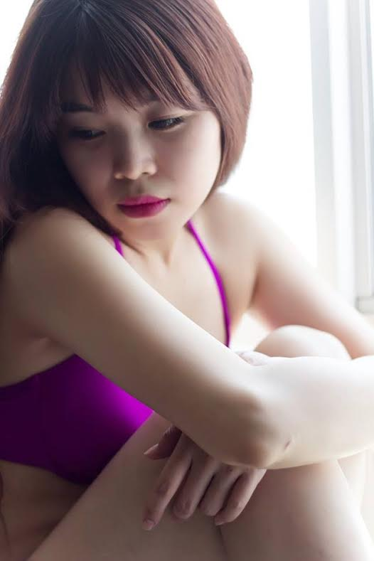 Nhân vật chính trong bộ ảnh bikini nóng bỏng này là La Huệ Mẫn (SN 1993)