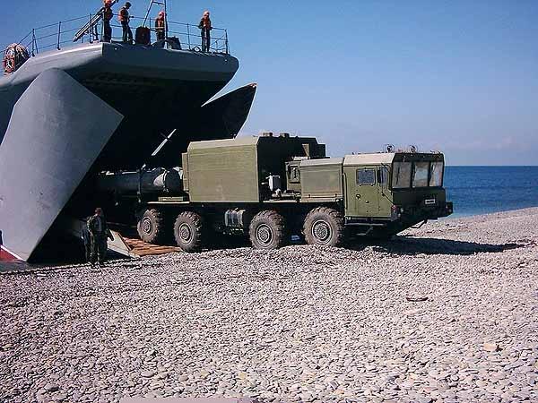 Thông tin này được hãng TASS ngày 20/5 dẫn nguồn tin từ Tập đoàn Tactical Missiles (Nga) cho biết. Theo đó, hợp tên lửa bờ Bal-E được tăng tầm bắn lên tới 300km nhờ trang bị đạn tên lửa hành trình diệt hạm X-35 phiên bản nâng cấp.