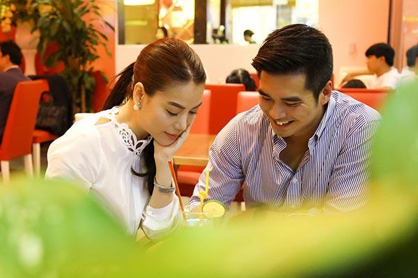 Qua tìm hiểu, được biết người đàn ông hẹn hò Trương Ngọc Ánh là diễn viên Việt kiều sinh sống ở Úc. Anh về Việt Nam để chuẩn bị casting phim vào đầu tháng 8 tới.