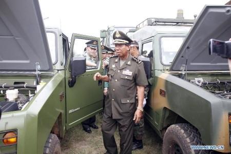 Cuối tháng 5/2015 vừa qua, tờ The Cambodia Daily cho biết, Trung Quốc đã bàn giao một loạt vũ khí hạng nặng và các thiết bị quân sự cho Bộ Quốc phòng Campuchia. Được biết, lô vũ khí này nằm trong khoản vay ODA Bắc Kinh dành cho Phnôm Pênh để mua sắm quốc phòng.
