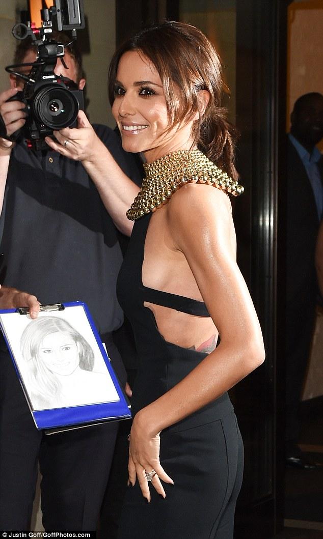 Bộ trang phục đặc biệt, giúp Cheryl khoe khéo thân hình tuyệt mỹ.