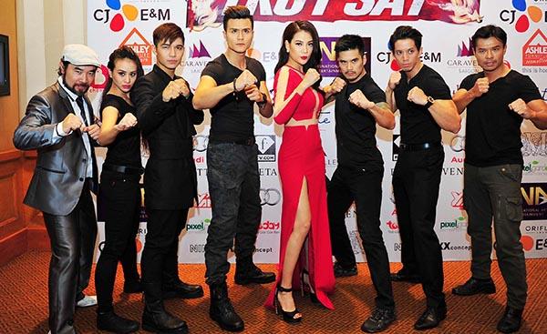 Đây là lần đầu tiên cô hé lộ dàn diễn viên và ê kíp sẽ tham gia bộ phim hành động do cô đảm nhận vai trò nhà sản xuất, nữ diễn viên chính cùng sự hỗ trợ của đạo diễn Cường Ngô.