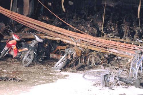 Hàng trăm xe máy, xe đạp trong chung cư CT4, Khu đô thị Xa La bị thiêu rụi sau vụ hỏa hoạn tối 11.10. Ảnh: Nam Nguyễn