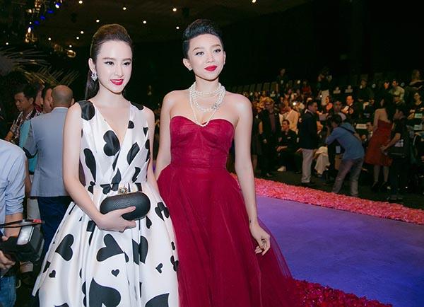 Khi gặp gỡ Angela Phương Trinh trong sự kiện, cả hai đều thoải mái đọ sắc trước đám đông.