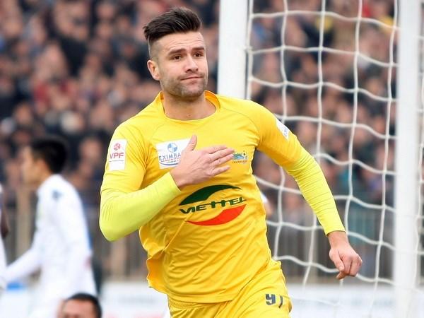 Van Bakel là trung vệ xuất sắc ở V-League cũng như có thể hình cao lớn.