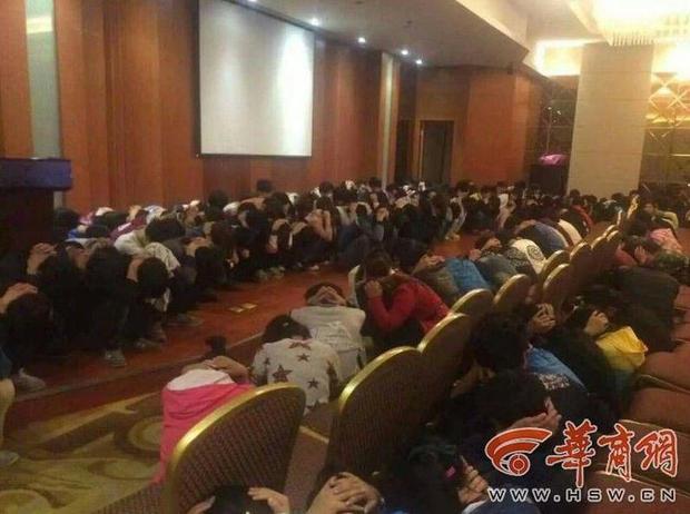 Hơn 300 nhân viên đa cấp bị bắt ngay tại một hội nghị bàn về cách lôi kéo thêm người tham gia.