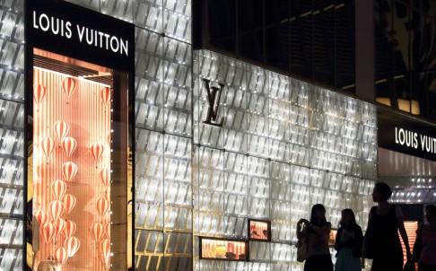 Cửa hàng Louis Vuition tại Thượng Hải. Ảnh: Bloomberg.