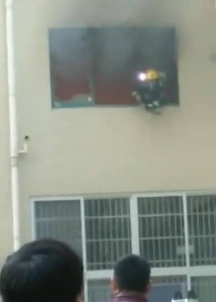 Vụ hỏa hoạn xảy ra tại tầng 2 của một tòa nhà chung cư.
