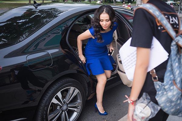 Mới đây, Thu Minh đã có mặt tại quảng trường trước trung tâm thương mại Crescent Mall (Q.7, TP.HCM) để chuẩn bị một món quà bí mật.