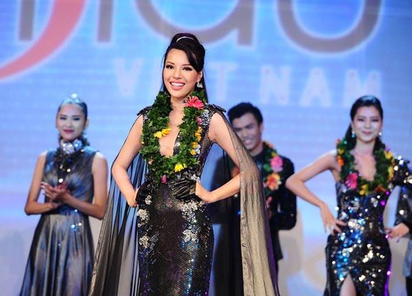 Khả Trang vừa vượt qua những ứng cử viên sáng giá để đăng quang giải vàng Siêu mẫu Việt Nam 2015.