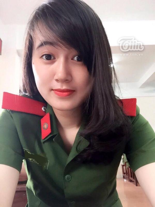 Cô nữ sinh cảnh sát Đồng Nguyệt Hằng.
