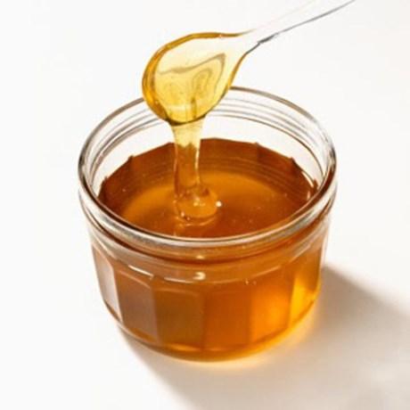 Không bảo quản mật ong trong các đồ đựng bằng kim loại, vì trong mật ong có acid hữu cơ và đường, dưới tác dụng của men, một phần các chất này biến thành acid etylenic.