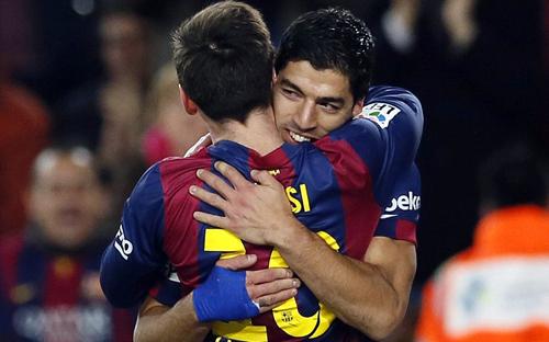Messi và Suarez ăn mừng bàn thắng mở tỉ số (Ảnh: Getty Images)