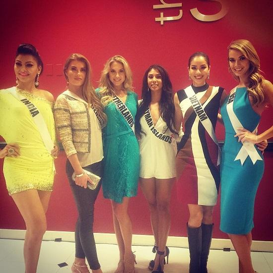 Sáu thí sinh tham dự phỏng vấn (từ trái qua): Ấn Độ, Đan Mạch, Hà Lan, Đảo Cayman, Việt Nam, Mỹ.