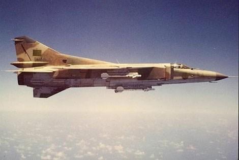 Tiêm kích đánh chặn MiG-23 thua kém F-14 về tầm quét của radar cũng như bộ vũ khí.