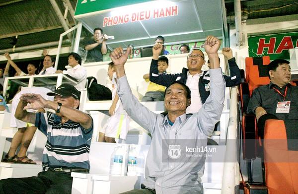 Ông Nguyễn Công Bảy có mặt trên sân Pleiku cổ vũ cho con trai và HAGL ở những vòng đấu cuối mùa giải vừa qua.