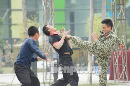 Từ những bài quyền truyền thống và thực tiễn huấn luyện chiến đấu, cán bộ, chiến sĩ đặc công đã nghiên cứu, phát triển các bài võ tổng hợp để vận dụng vào huấn luyện và chiến đấu.