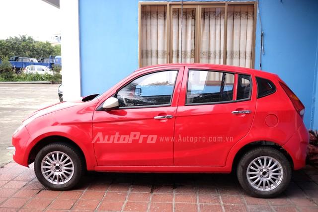 Chiếc xe Vinaxuki VG của chủ tịch Bùi Ngọc Huyên đang chờ ngày đủ vốn để lăn bánh trên đường.