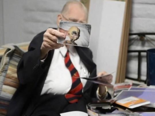 Boyd Bushman và hình ảnh của người ngoài hành tinh. Ảnh chụp từ Youtube/Tech Times