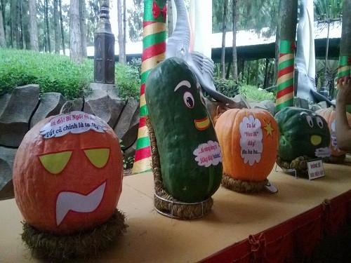 Những quả bí ngô nặng 50 - 70 kg hội ngộ cùng bí xanh khổng lồ trong một lễ hội trai cây ở TP.HCM. Ảnh: H.Linh/Zing.vn