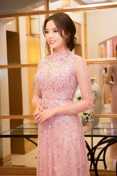 "Cuoc song ""sang chanh"" cua HH Ky Duyen sau dang quang"