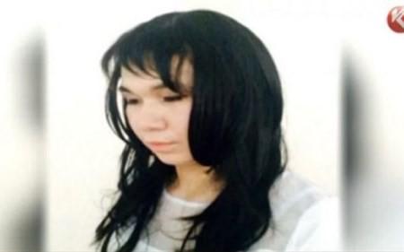 Ayan Zhademov đóng giả bạn gái để đi thi hộ đại học.