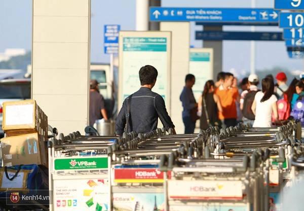 Công Phượng xuất hiện ở sân bay Tân Sơn Nhất sáng sớm nay. Do giữ kín hành trình nên không có CĐV nào của Công Phượng ra tiễn anh.