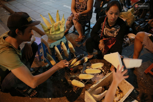 Không khó để kiếm một hàng ngô, khoai nướng ở Hà Nội trong tiết trời này.