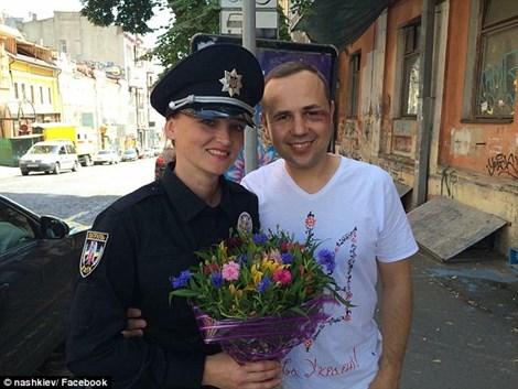 Khoảng một phần tư các cảnh sát mới mà Ukraine thay thế là nữ (nguồn: Dailymail)